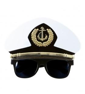 Captain Bril, Met Kapiteinspet